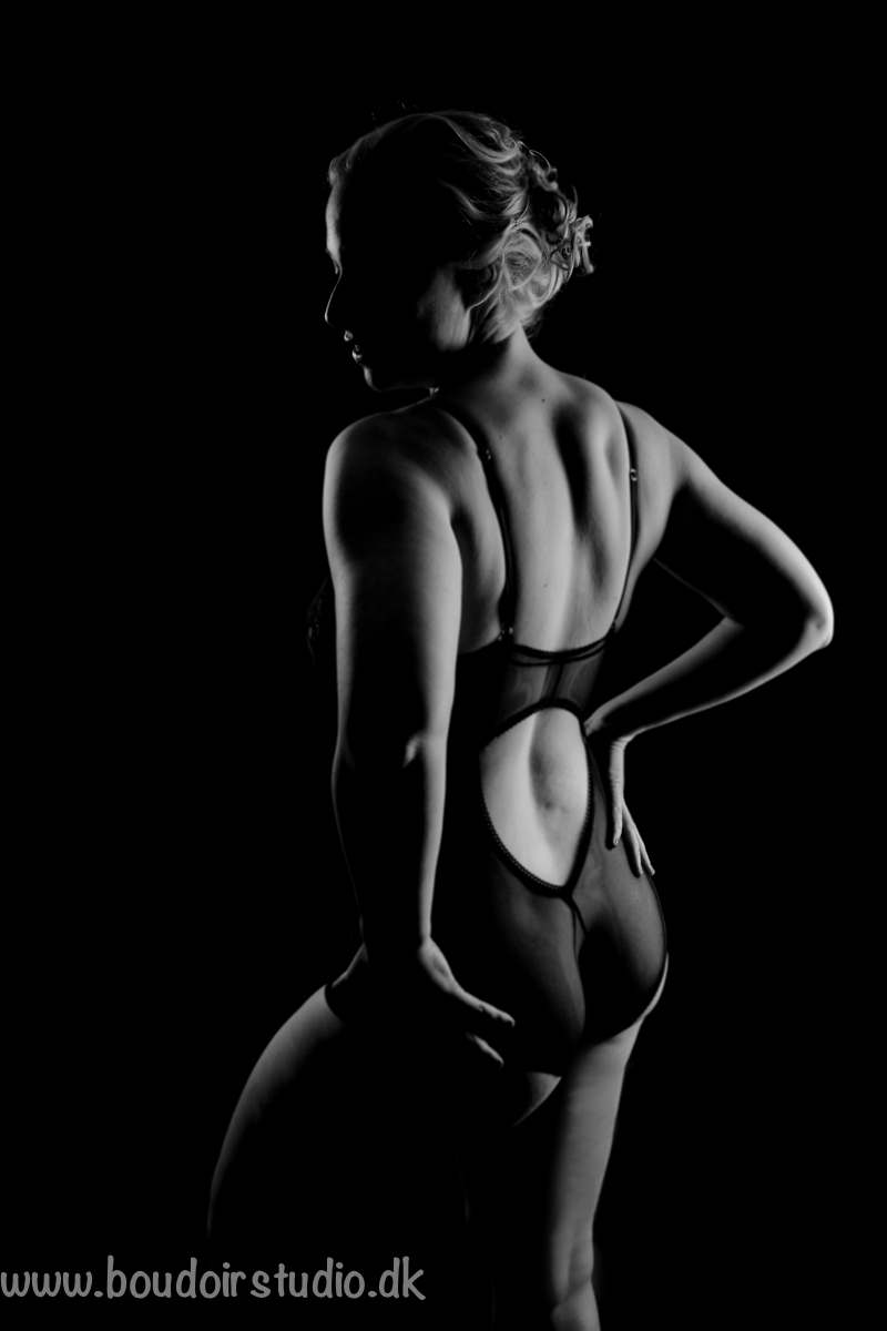 boudoir-black-and-with
